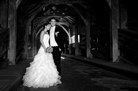 Hochzeitsfoto, Holzbrücke, Emmental, Standorte für Brautpaarfotos bei Regen